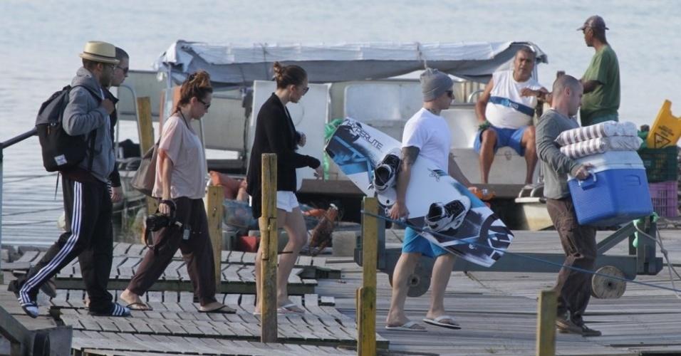Jennifer Lopez e o namorado, Casper Smart, passeou pela Lagoa, zona sul do Rio (26/6/12)