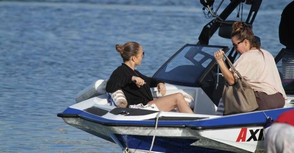 Jennifer Lopez passeou pela Lagoa, zona sul do Rio (26/6/12)
