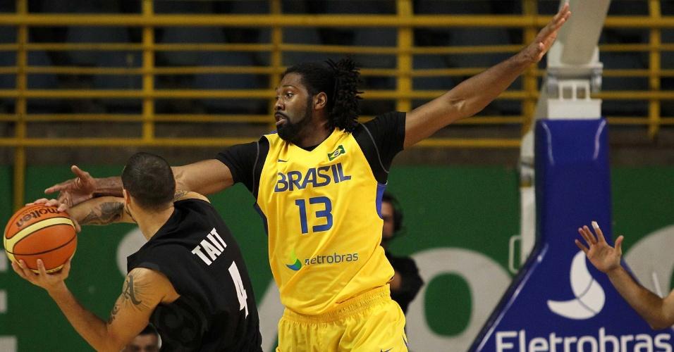 Jogo contra a Nova Zelândia marcou o retorno de Nenê (à direita) à seleção brasileira