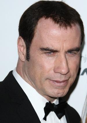 John Travolta em baile da gala realizado em Hollywood (14/1/12)