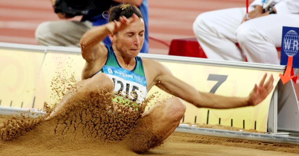 Maurren Maggi na prova do salto em distância durante as Olimpíadas de Pequim-2008