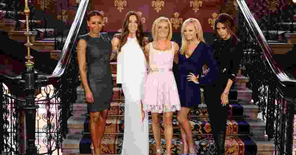 """O grupo Spice Girls, formado por  Melanie Brown, Melanie Chisholm, Geri Halliwell, Emma Bunton e Victoria Beckham, apresentam o musical """"Viva Forever """" em Londres (26/6/12)  - AP"""