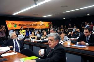 Deputados aprovaram nesta terça (26) investimento de 10% do PIB em educação até 2020