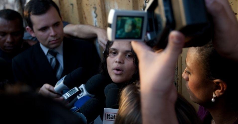 14.jun.2010 - Mídian Kely dos Santos, que disse ser filha de Marcos Aparecido dos Santos (o Bola, suspeito de matar Eliza Samudio, ex-namorada do goleiro Bruno), afirmou nesta quarta-feira (14) que o pai está sendo ?injustiçado? e acusou a imprensa de mentir