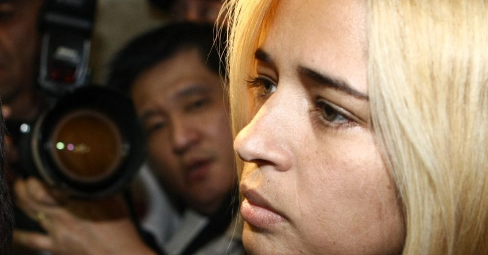 20.jul.2010 - A suposta amante do goleiro Bruno, Fernanda Gomes Castro, 31, chegou por volta das 16h desta terça-feira (20) para prestar depoimento no Departamento de Investigações de Minas Gerais, em Belo Horizonte. Ela também é investigada pelo suposto sequestro e desaparecimento de Eliza Samudio, que lutava na Justiça para ter seu filho reconhecido por Bruno