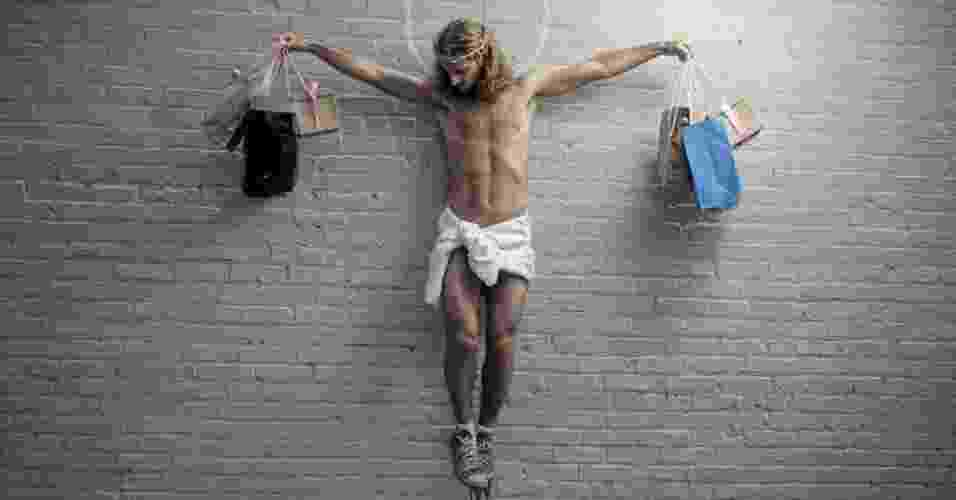 """Apesar das dificuldades técnicas e logísticas para recriar as imagens, Stern afirma que está trabalhando em um livro com mais imagens baseadas na obra do artista gráfico. Acima, a reprodução do grafite """"Cristo"""" - Nick Stern"""