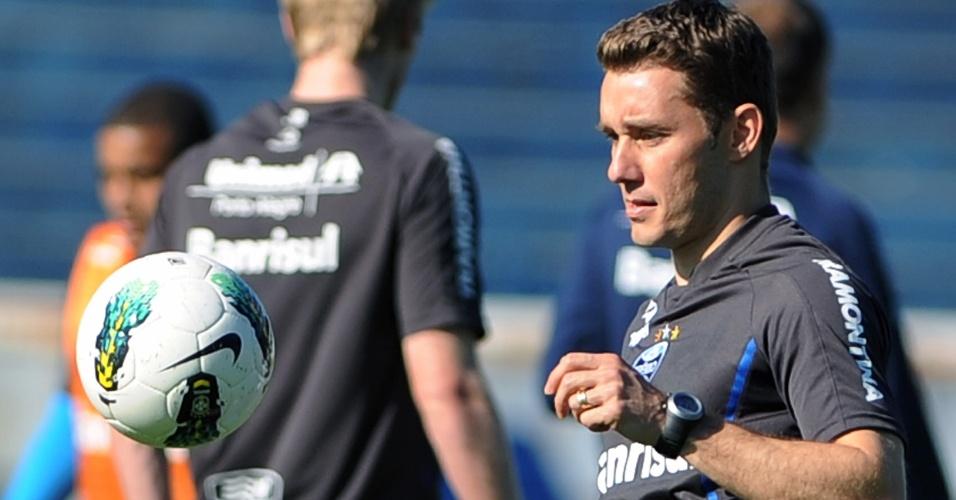 Fábio Aurélio treina esperando estreia pelo Grêmio