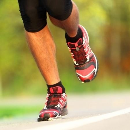 As causas da fascite plantar são várias e podem estar tanto no sedentarismo e quanto na atividade física sem orientação adequada  - Thinkstock/ Fonte: Run&Fun