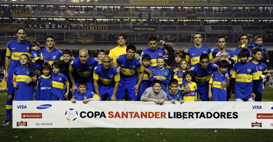 Jogadores do Boca Juniors posam antes do início do jogo contra o Corinthians na decisão da Libertadores