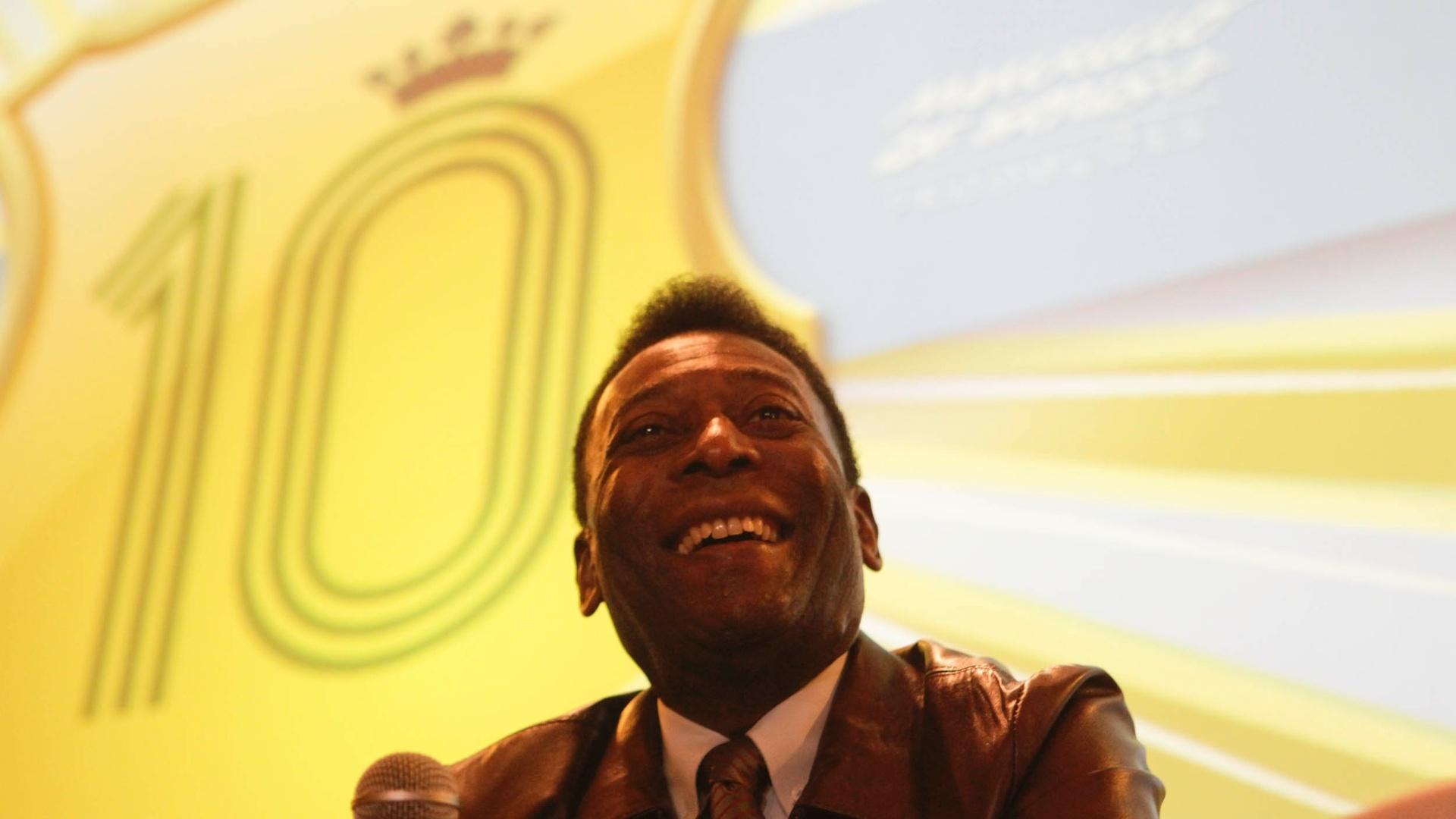 Livro revela mais uma guerra parada pelo Santos e mostra Pelé atuando pelo  Jabaquara - 22 02 2013 - UOL Esporte 9b20fc53d89dc
