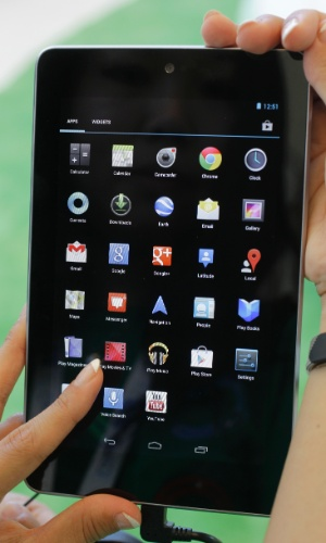 O tablet Nexus 7, como sugere o nome, tem tela sensível ao toque de 7 polegadas, processador Nvidia quad-core (com quatro núcleos), 1 GB de memória, GPS, conexão Wi-Fi e NFC (tecnologia utilizada para pagamentos móveis). Além disso, o tablet vem com uma câmera frontal de 1,2 megapixels (para fazer videoconferência) e tem bateria com autonomia de 8 horas. O aparelho será vendido em apenas uma versão com 16 GB de armazenamento