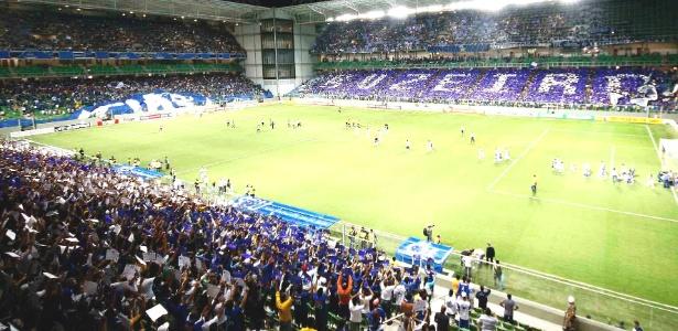 Torcida do Cruzeiro durante jogo com Figueirense no Independência em 16 de junho de 2012