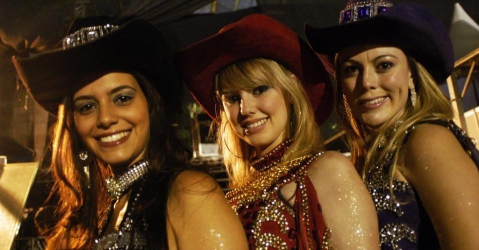 28.jun.2012 - Mulheres posam para foto em rodeio em Itu, interior de São Paulo; região Sudeste tem 2,2 milhões de mulheres a mais do que homens