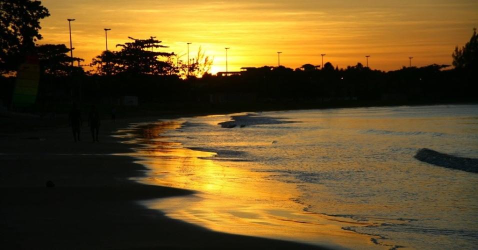 28.jun.2012 - Sol se põe na praia de Santa Mônica, em Guarapari, Espírito Santo; menor Estado do Sudeste, na região mais populosa do país, o Espírito Santo viu seu número de habitantes crescer 13,59% entre 2000 e 2010