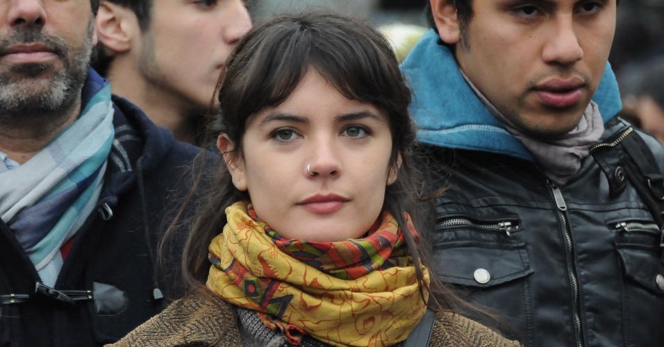28.jun.2012 - A líder estudantil Camila Vallejo participa de uma nova manifestação de estudantes chilenos realizada nesta quinta-feira (28), em Santiago. Segundo agências internacionais, milhares de estudantes protestavam contra o governo e por mudanças no sistema público de ensino