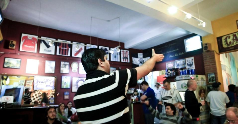 Corintianos e torcedores rivais viram final em bar argentino na capital paulista