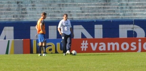 Fábio Aurélio conversa com Vanderlei Luxemburgo em treinamento do Grêmio (28/06/2012)