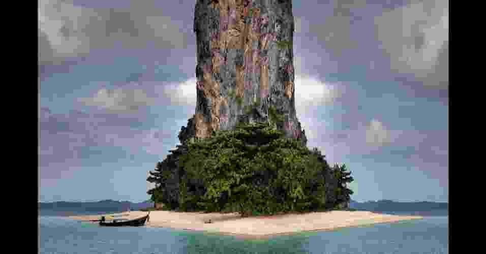 O fotógrafo italiano Gustav Willeit faz imagens de praias, pequenas ilhas e vilas típicas de seu país usando manipulação digital e simetria  - Gustav Willeit