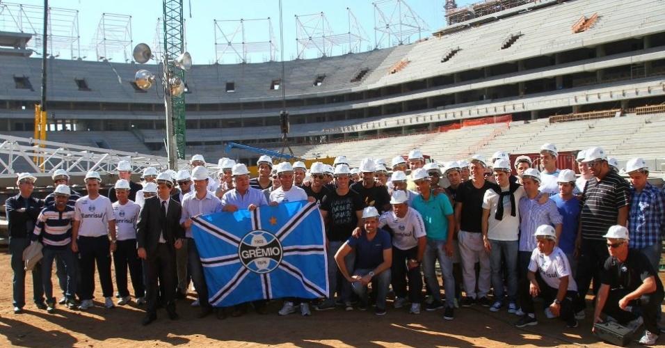 Presidente Paulo Odone, técnico Vanderlei Luxemburgo e jogadores na visita a Arena do Grêmio (28/06/2012)