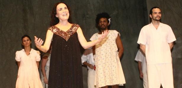 """Regina Duarte em cena de """"Raimunda, Raimunda"""", na estreia da peça no Rio de Janeiro (27/6/12) - FotoRioNews"""