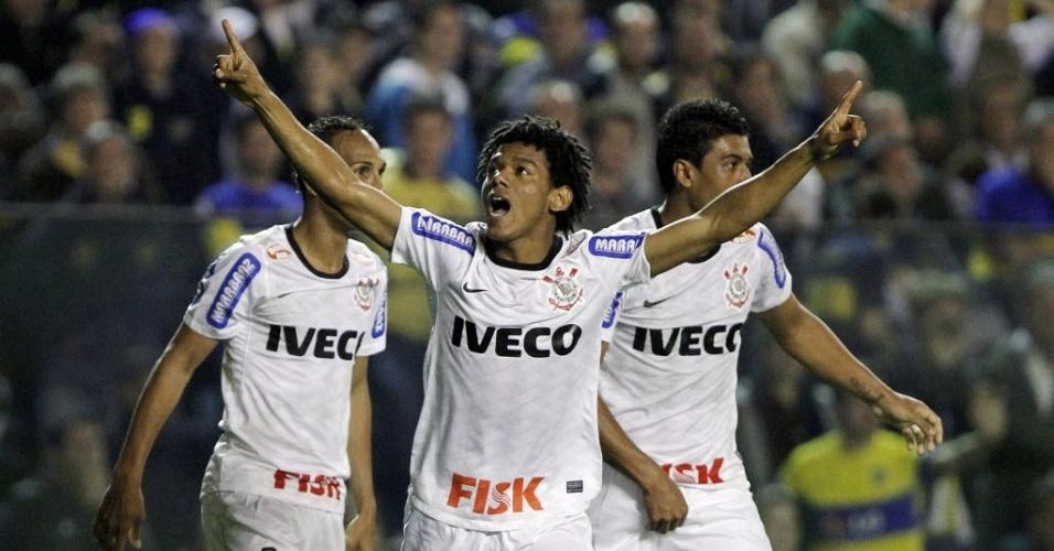 Romarinho comemora após fazer o gol de empate do Corinthians contra o Boca Juniors em La Bombonera