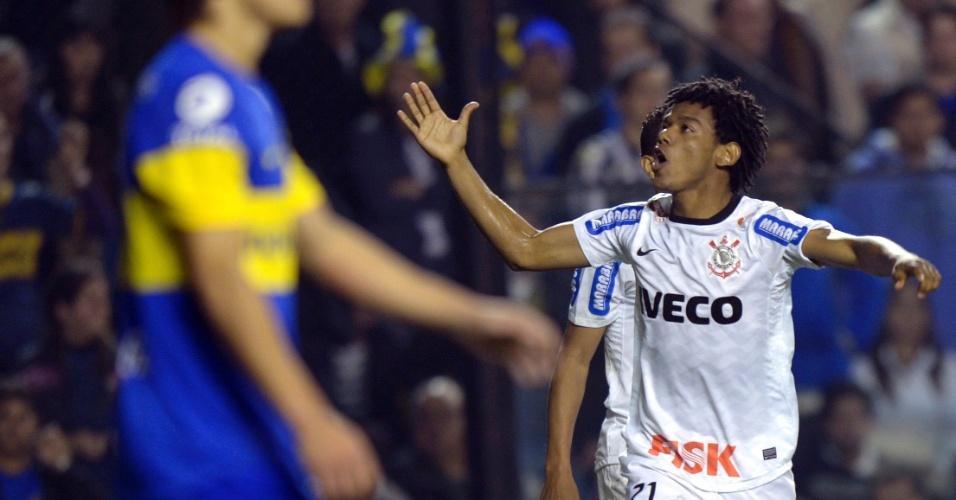 Romarinho comemora após marcar o gol de empate do Corinthians contra o Boca Juniors em La Bombonera