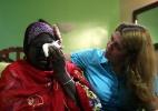 Africana que ficou presa no Rio após furto de documentos durante a Rio+20 embarca para o Níger - Eduardo Naddar / Agência O Globo