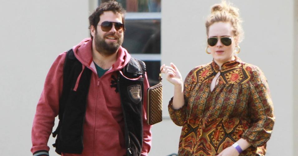 Adele (à direita) com o marido Simon