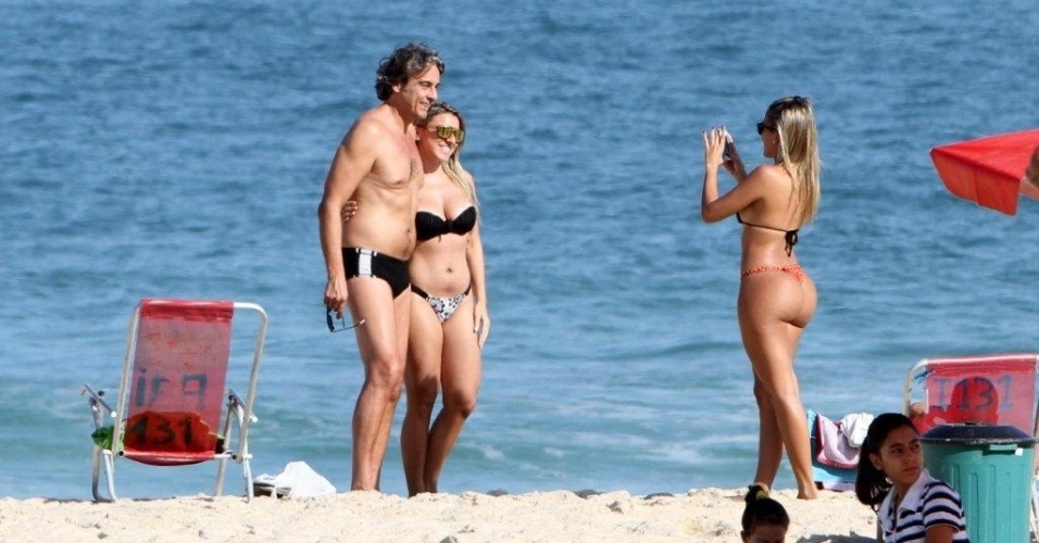 Alexandre Borges foi tietado na praia de Ipanema, zona sul do Rio (29/6/12)