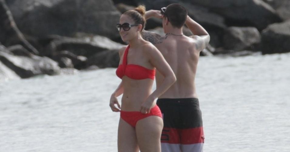Jennifer Lopez curtiu praia em Fortaleza, nesta sexta (29/6/12). A cantora estava acompanhada dos filhos e do namorado, Casper Smart
