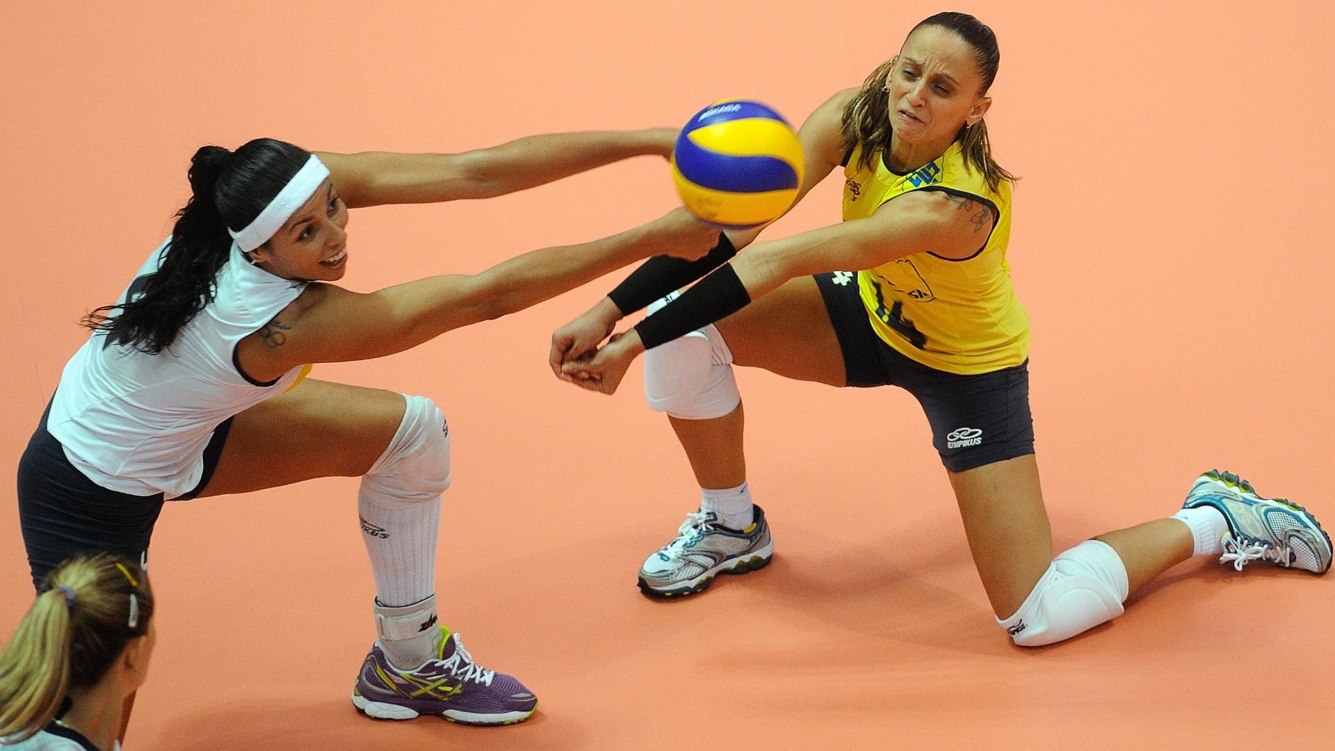 Paula Pequeno (esq) e Fabi tentam a recepção na vitória do Brasil contra Cuba pelo Grand Prix