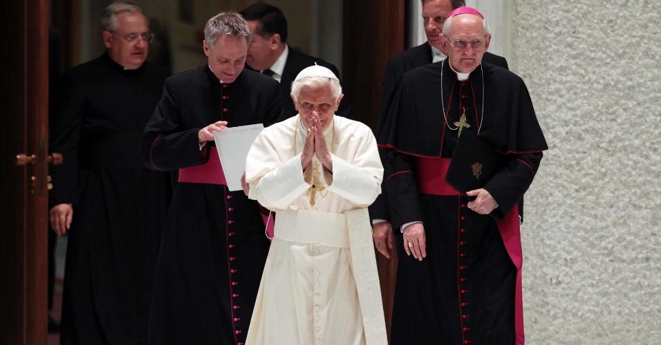 30.jun.2012 - Papa Bento 16 chega para uma audiência no Vaticano com os Arcebispos católicos recém-nomeados