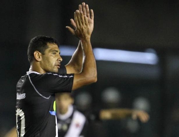 Diego Souza agradece ao apoio da torcida do Vasco após marcar o terceiro gol da equipe