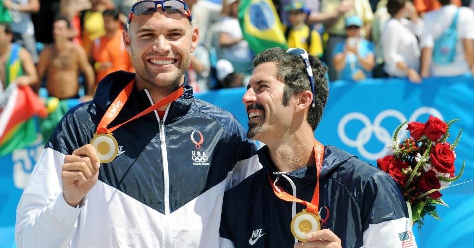 Dupla americana do Vôlei de Praia Dalhausser (esq) e Rogers comemora ouro olímpico em Pequim-2008