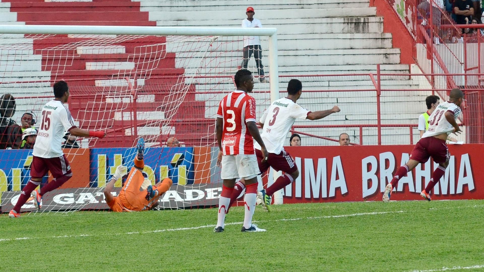 Samuel Rosa abre o placar a favor do Fluminense em partida contra o Náutico, em Recife