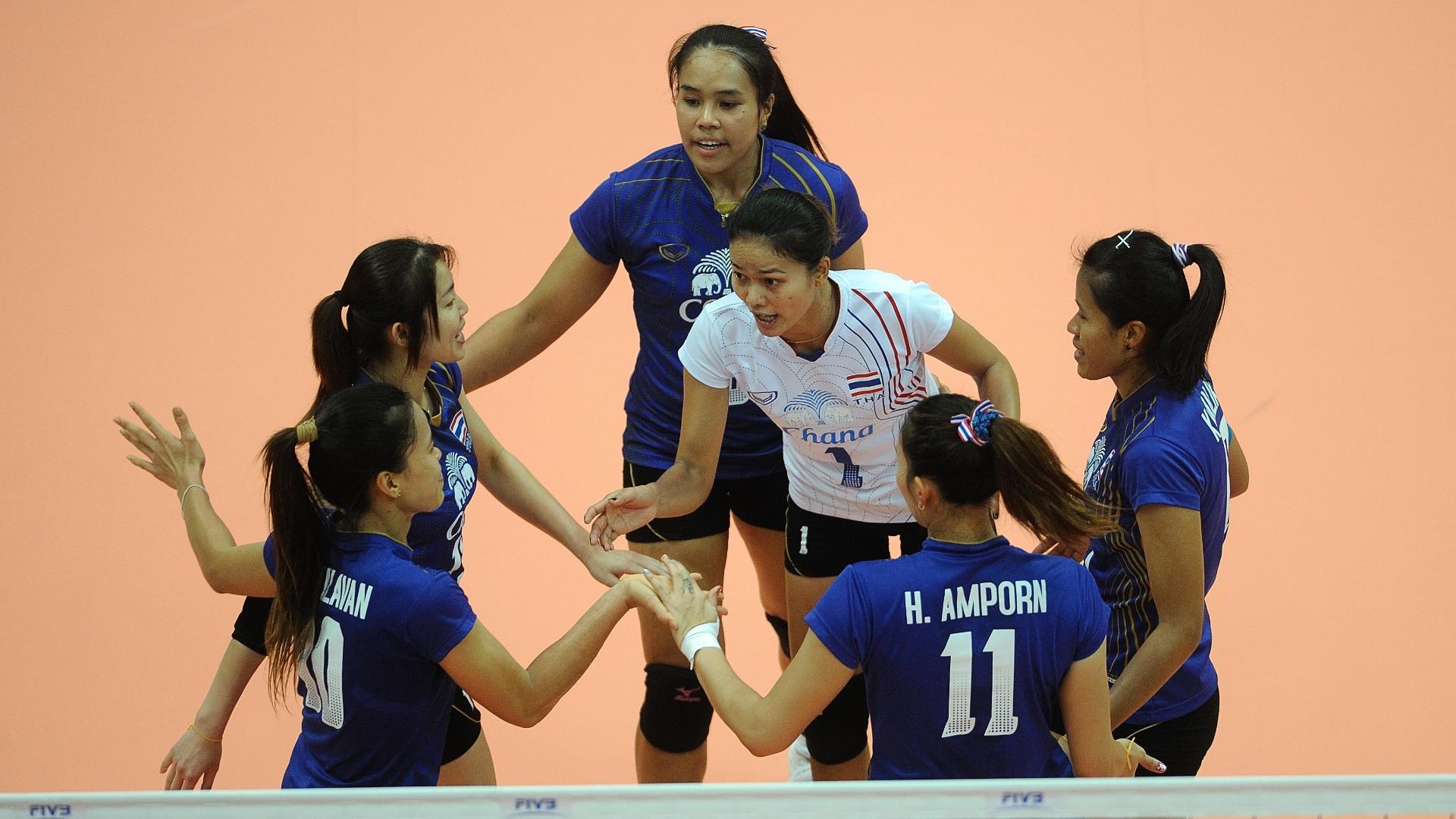 Seleção da Tailândia comemora ponto contra o Brasil