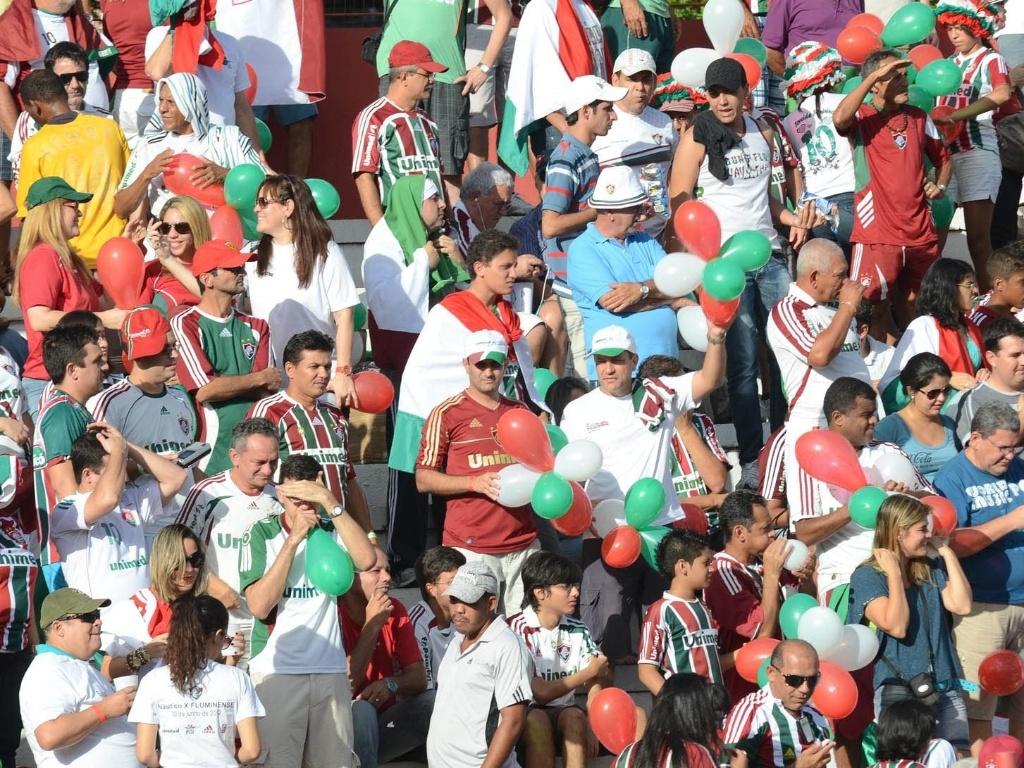 Torcedores do aguardam o início do jogo contra o Náutico, em Recife