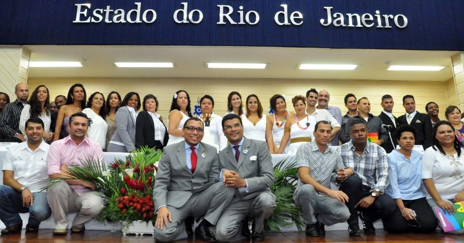 1.jul.2012 - Casais LGBT oficializaram seus relacionamentos em uma cerimônia coletiva de uniões estáveis homoafetivas no Tribunal de Justiça do Rio de Janeiro (RJ), neste domingo