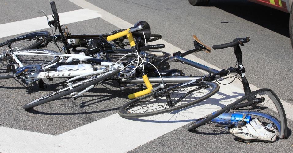1.jul.2012 - Um ciclista identificado apenas como ''Francisco'' morreu após ser atropelado por um veículo, que fugiu do local sem prestar socorro, por volta das 14h deste domingo