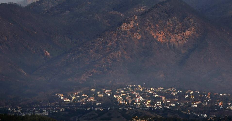 1.jun.2012 - Fumaça enconbre imediações de Waldo Canyon, em Colorado Springs, Colorado. Um incêndio massivo destruiu centenas de casas e forçou a saída de 35 mil da cidade. É um dos maiores incêndios da história do Colorado
