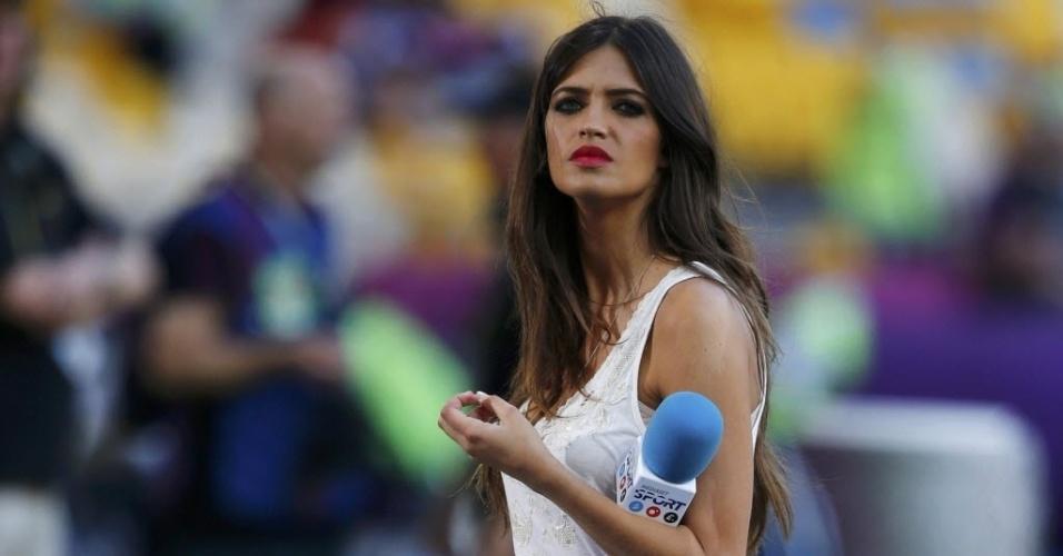 01.jul.2012 - A jornalista Sara Carbonero, noiva do goleiro Iker Casillas, é fotografada antes da final da Eurocopa