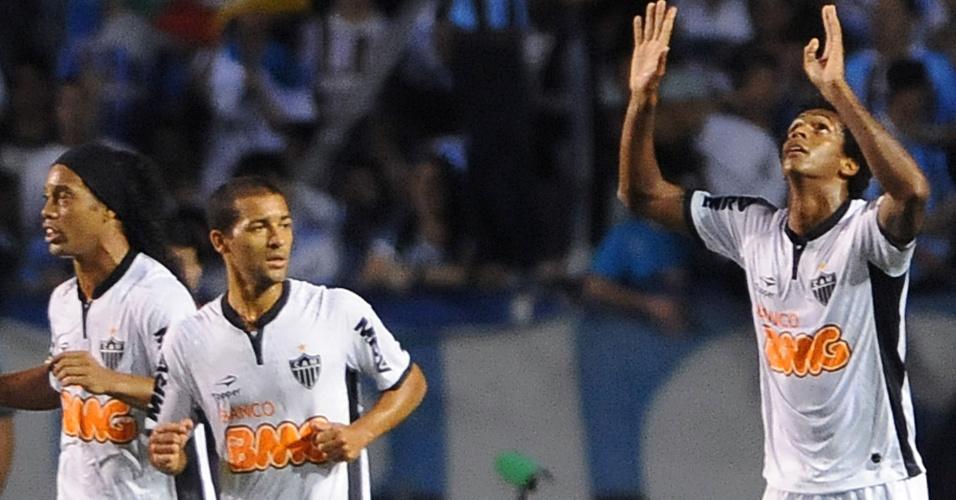 Jô, atacante do Atlético-MG, comemora após marcar no jogo contra o Grêmio