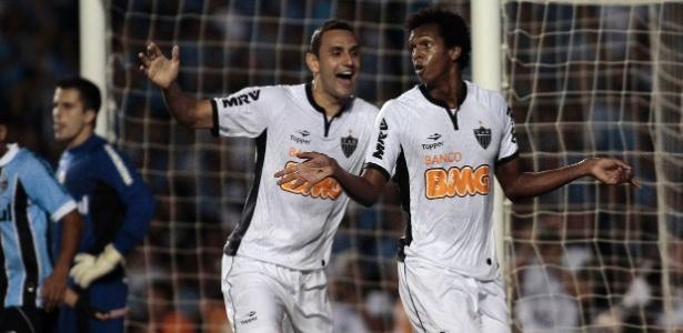 Jô comemora após marcar um golaço para o Atlético-MG no jogo contra o Grêmio, no Olímpico
