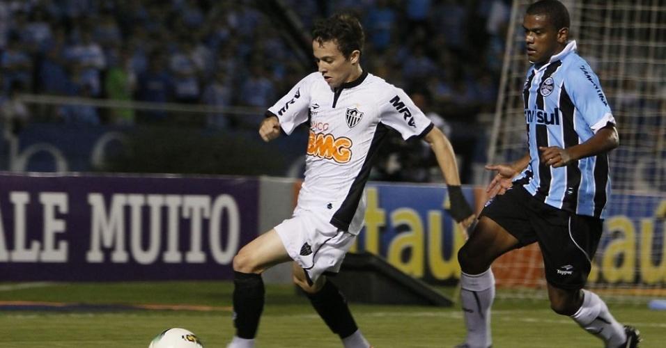 Meia Bernard, do Atlético-MG, em jogo contra o Grêmio (01/07/2012)