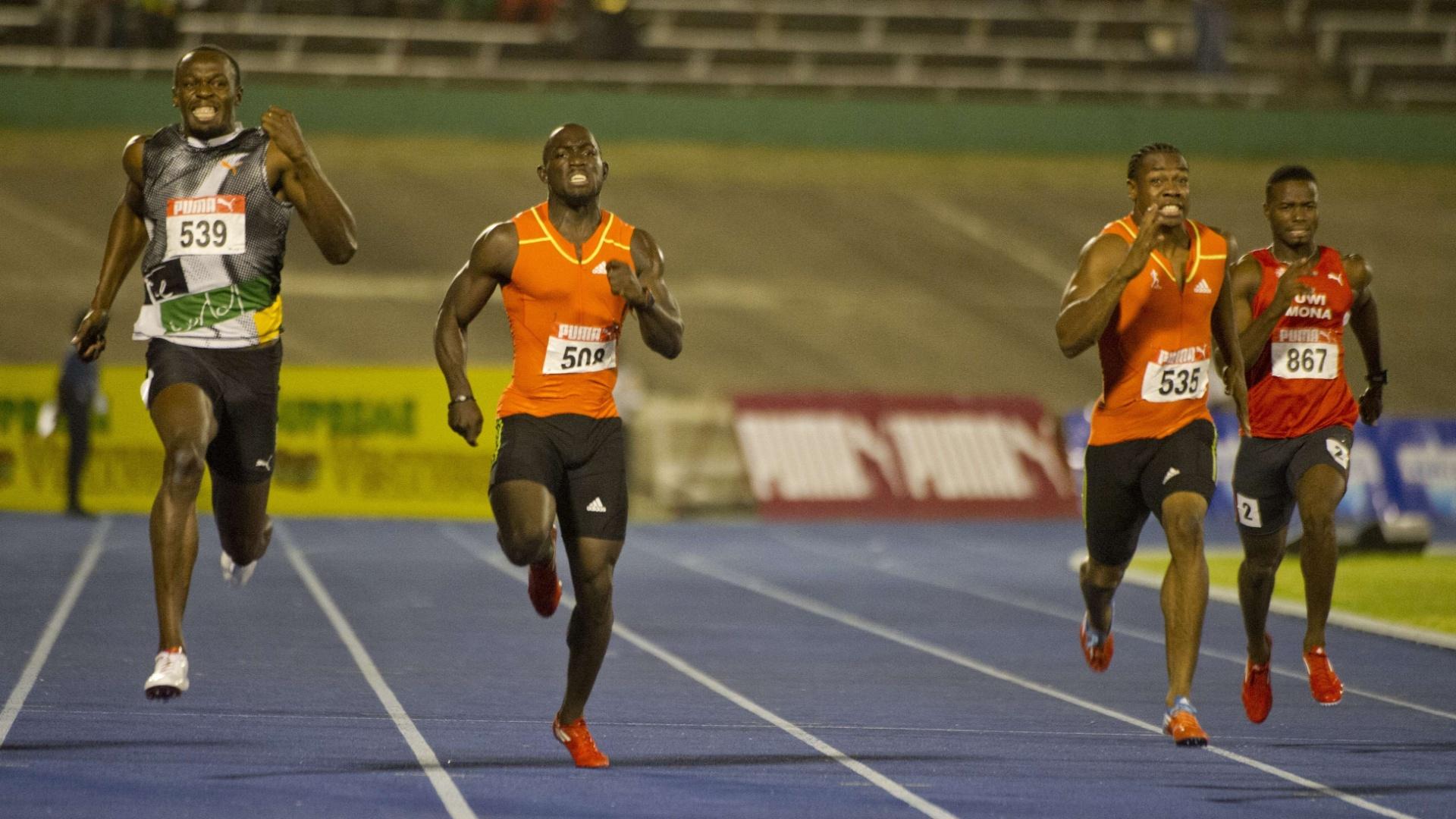 Yohan Blake (2º à direita) vence Usain Bolt (e) na seletiva dos 200 m