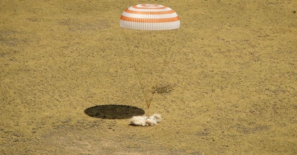 02.jul.2012 - O módulo de descida da nave russa Soyuz TMA-03M, com três tripulantes a bordo, aterrissou  com sucesso nas estepes do Cazaquistão, informou o Centro do Controle de Voos (CCVE) da Rússia