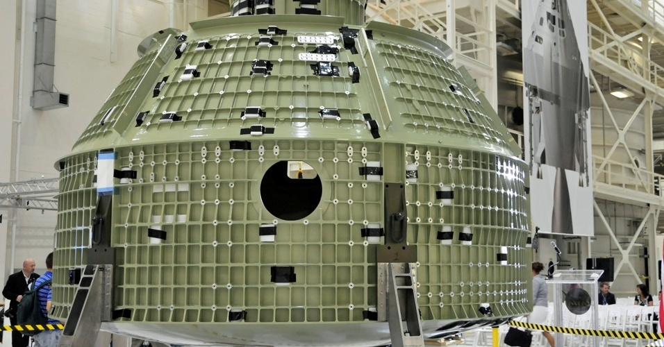 2.jul.2012 - Nasa (agência espacial americana) exibe cápsula tripulada Orion. A agência pretende usá-la para levar pessoas ao espaço, em substituição aos ônibus espaciais, e até mesmo para Marte