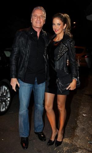 """Como o tema da festa de Luciana Cardoso era """"anos 80"""", a modelo e apresentadora Ticiane Pinheiro tentou ficar parecida com a cantora Xuxa. """"Tentei vir de 'paquita', porém não achei nenhuma roupa parecida e vesti uma parecida com alguma que Xuxa usava na década de 80"""", disse a modelo e apresentadora, que estava acompanhada do marido, o apresentador Roberto Justus (1/7/12)"""