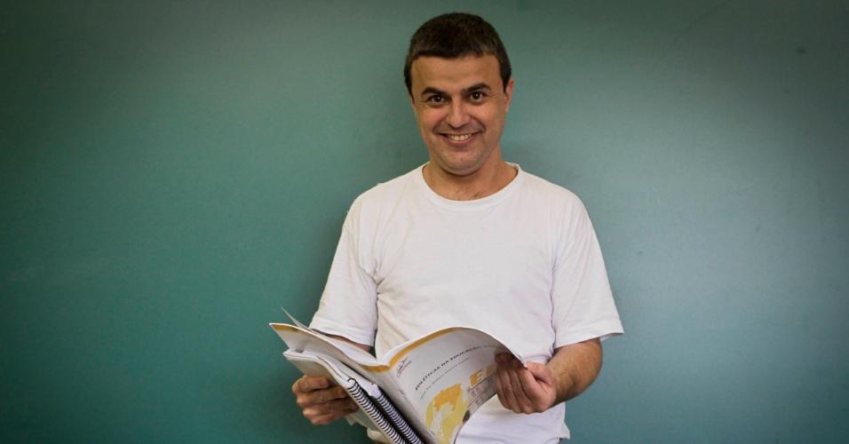 Antonio Marcos de Freitas, 39, é o monitor da biblioteca da Penitenciária I de Serra Azul, a 50 km de Ribeirão Preto (SP).