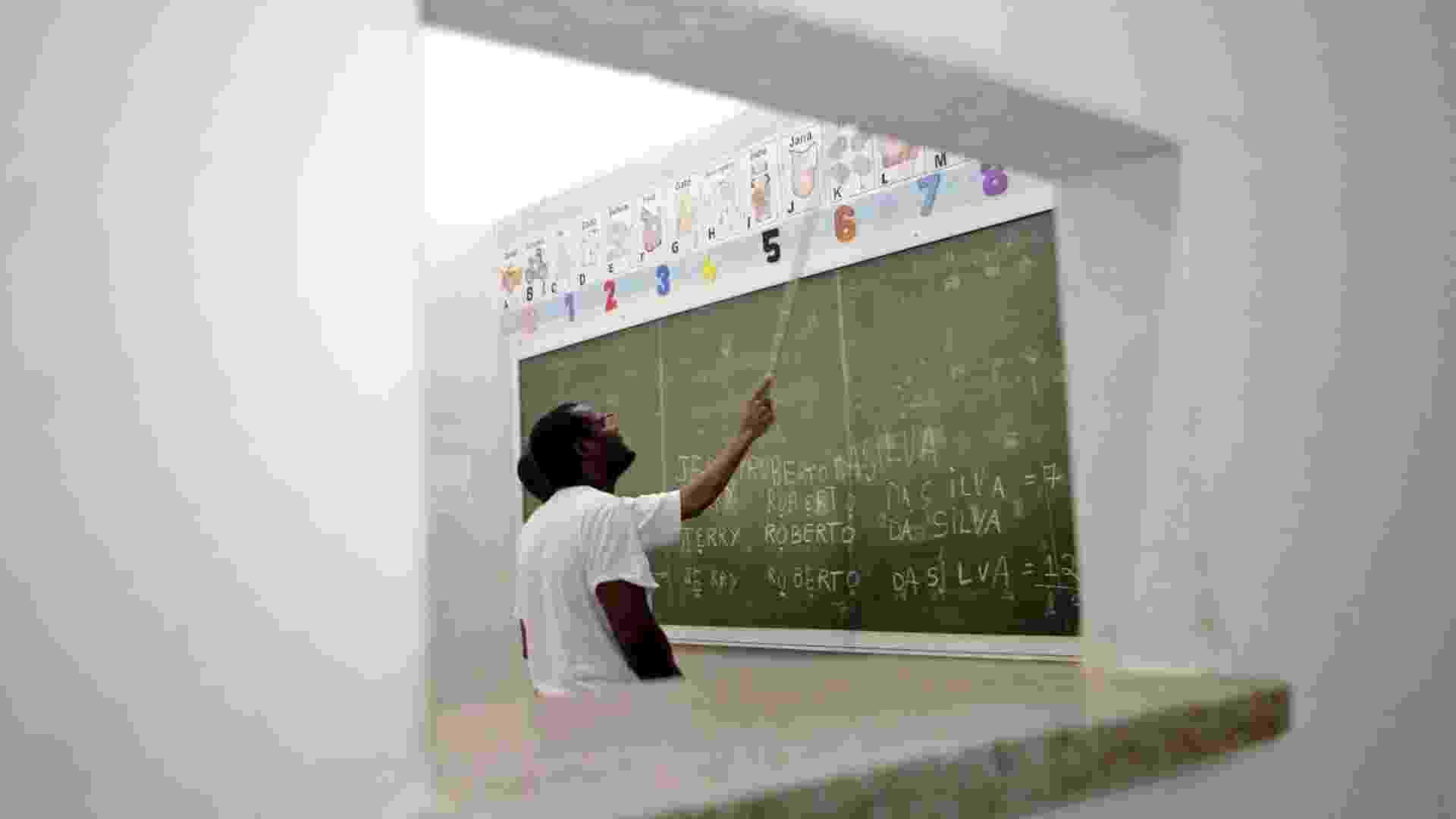 Sala de aula no pavilhão educacional da Penitenciária 1 de Serra Azul - Fernando Donasci/UOL